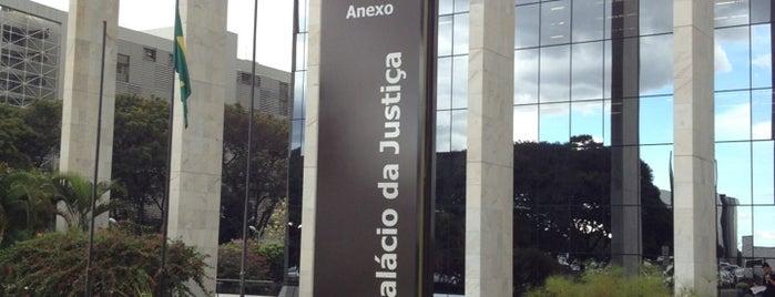 Tribunal de Justiça do Distrito Federal e dos Territórios (TJDFT) is one of Lugares....