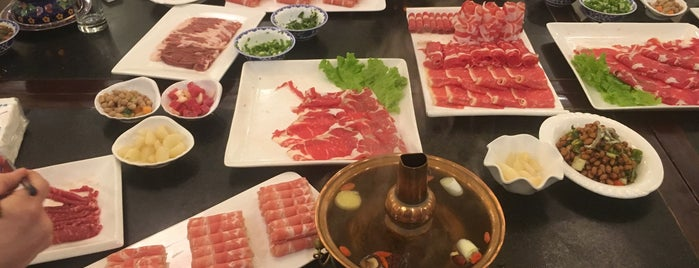 宏源南门涮肉 (日坛路店) is one of TheNomNomPlacesThat!HeartInBeijing.
