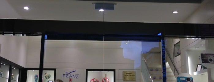 昇恒昌免稅商店 Everrich Duty Free Shop is one of 台北.