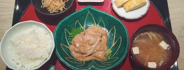 廚 菓子 くろぎ is one of Michelin Guide Tokyo (ミシュラン東京) 2012 [*].