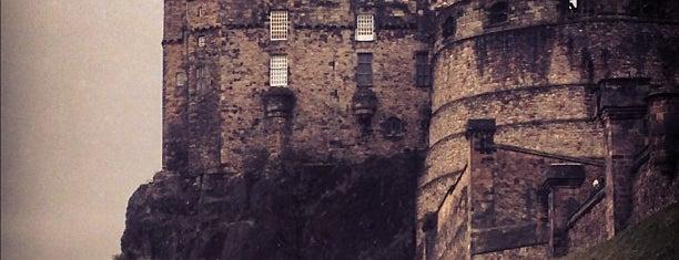 Edinburgh Castle is one of Summer in London/été à Londres.