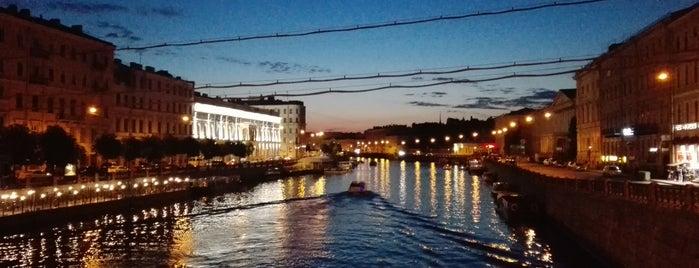 Fontanka River is one of Санкт-Петербург.