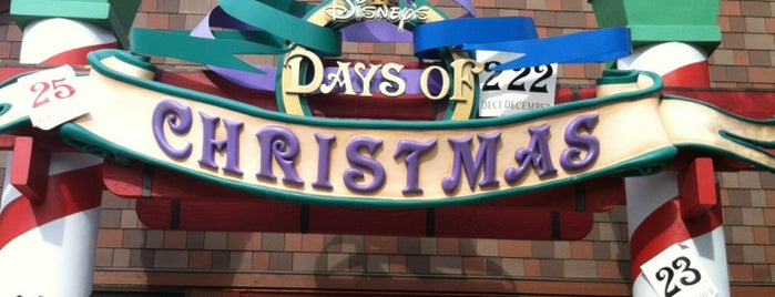 Disney's Days Of Christmas is one of Orlando - Compras (Shopping).