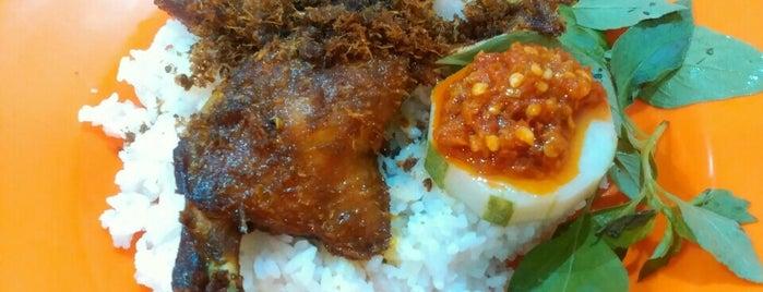 Warung Bebek 75 is one of Kuliner Wajib @Surabaya.