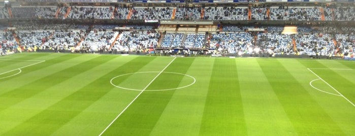 Estadio Santiago Bernabéu is one of Campos de fútbol.