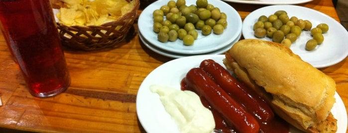 Bar El Nido del Buho is one of Tapas en Granada / Best tapas in Granada.