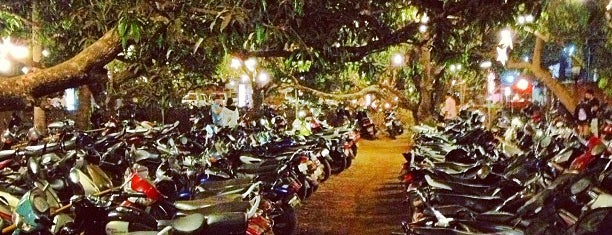 Saturday Night Market is one of Goa.
