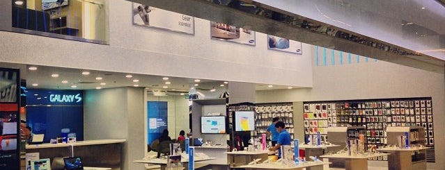 Samsung Experience Store is one of Gurney Paragon.