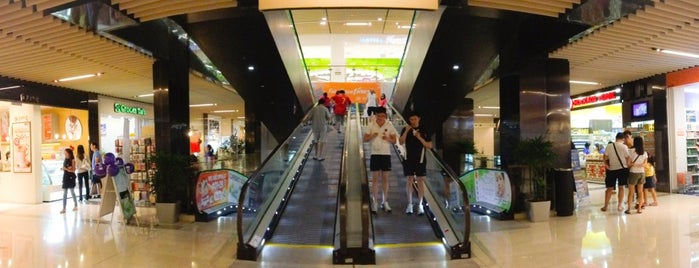 Zhongshan Mall 中山广场 is one of Retail Therapy Prescriptions.