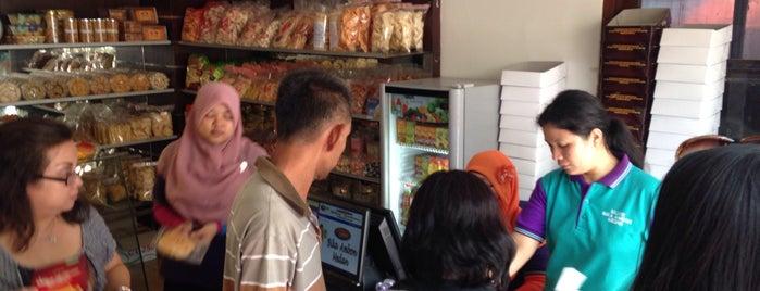 Bika Ambon Medan Sylvie is one of Baker Dozen Badge in Jakarta.