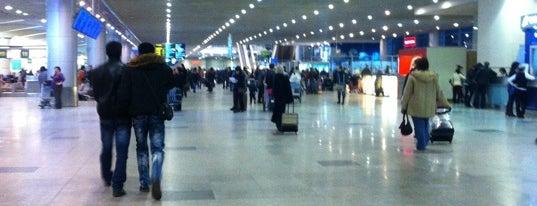 Зона вылета международных рейсов / International Departures is one of «Московские новости» каждый день.