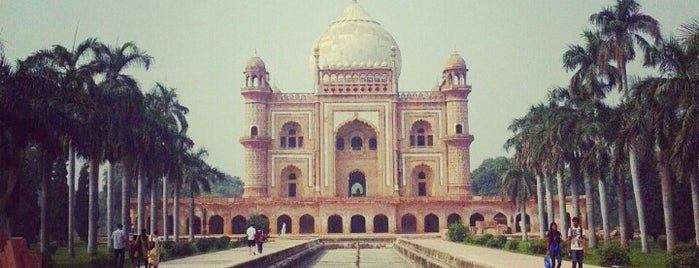 Safdarjung's Tomb is one of Top 10 favorites places in New Delhi, India.