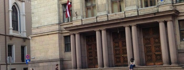Finanšu ministrija is one of Valsts iestādes/institūcijas.