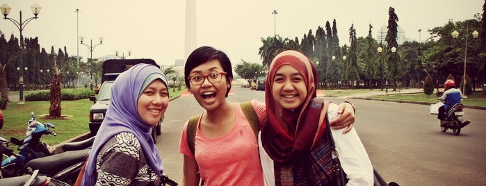 Monumen Nasional (MONAS) is one of Farah's Tips.