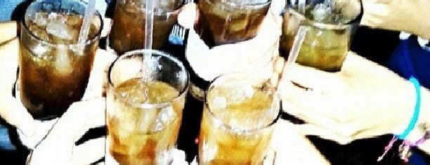 Lola Restaurante & Lounge is one of Caracas Nightlife.