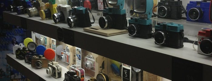 Lomography Gallery Store Barcelona is one of barcelona.