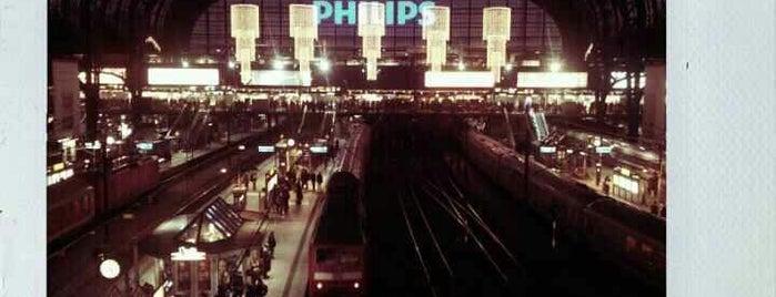 Hamburg Hauptbahnhof is one of Bahnhöfe DB.