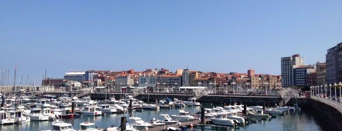 Paseo del Puerto is one of Las vistas de Gijón.