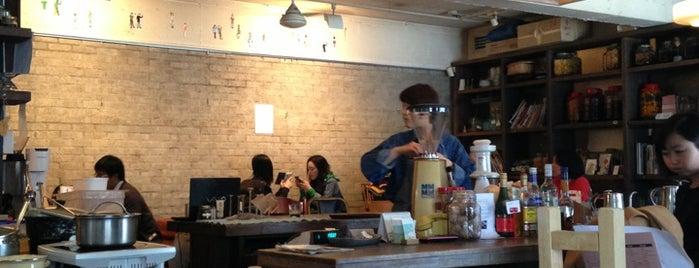cafe Suッkara (수카라) is one of 먹고 죽으면 때깔도 곱다지.