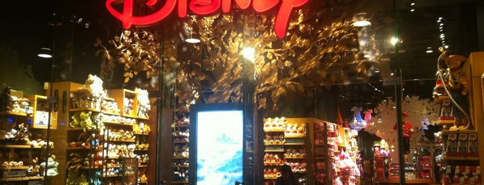 Disney Store is one of Restaurants milano.