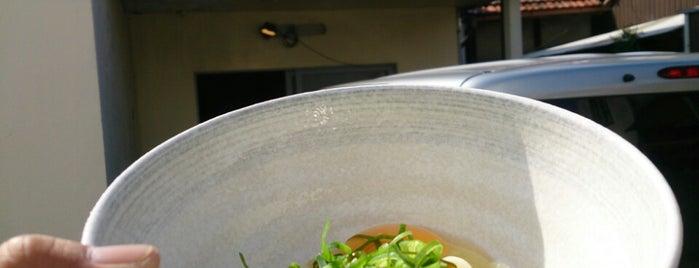 丸亀製麺 is one of めざせ全店制覇~さぬきうどん生活~ Category:Ramen or Noodle House.