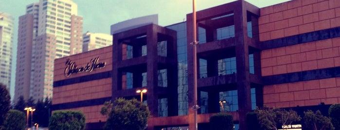 Centro Santa Fe is one of Plazas chingonas.