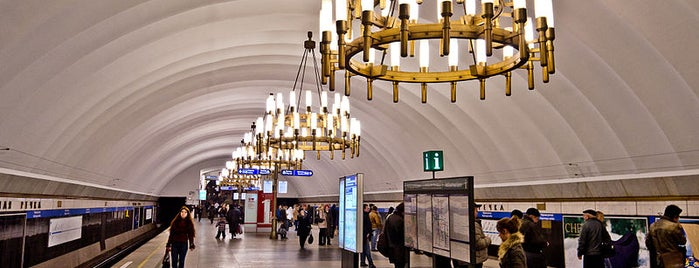 metro Chornaya Rechka is one of метро.