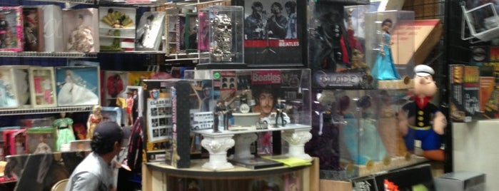 Frank & Son Collectible Show is one of LA Otaku's Favorite Places.