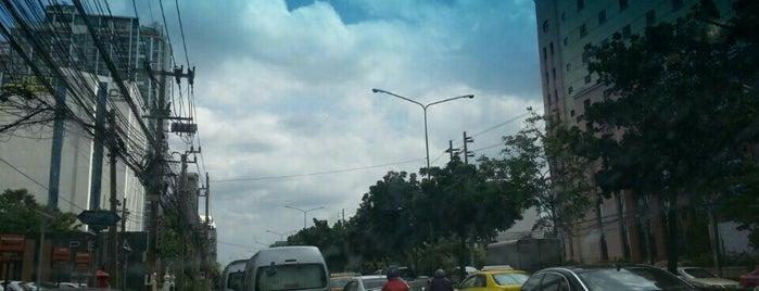 ทางลอดแยกห้วยขวาง (Huay Kwang Intersection Underpass) is one of ถนน.