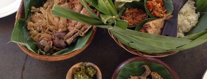 Warung Pohon is one of Must-visit Food in Yogyakarta.