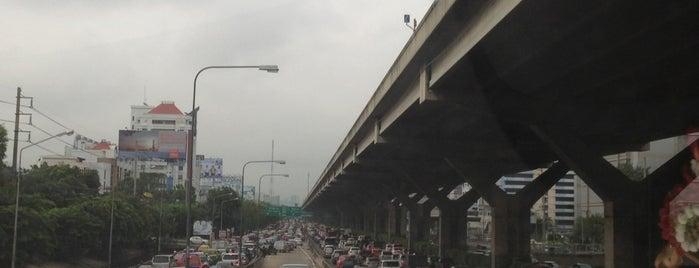 แยกสุทธิสาร (Sutthisan Intersection) is one of ถนน.