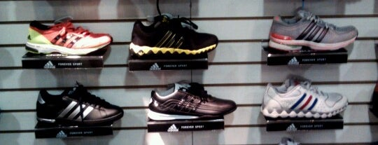 Adidas Outlet Store is one of Tiendas.
