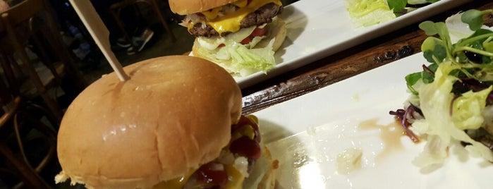 밤스버거 (Bombs Burger) is one of Itaewon food.