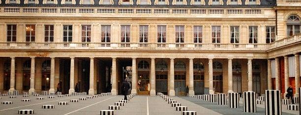 Colonnes de Buren is one of 100 choses à faire à Paris.
