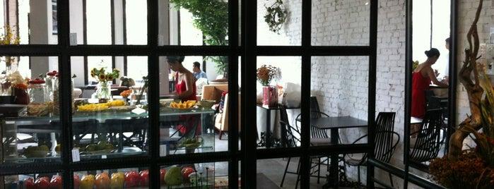 La Rotonde is one of Café nhé:.