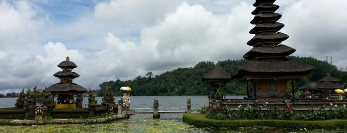 Pura Ulun Danu Beratan is one of Kaula Lumpur-Singapore-Indonesia-2011.