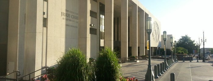 LDS Church Office Building is one of What to visiti in the SLC area..