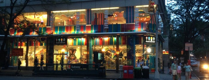 Dylan's Candy Bar is one of Silvia a Nova York.