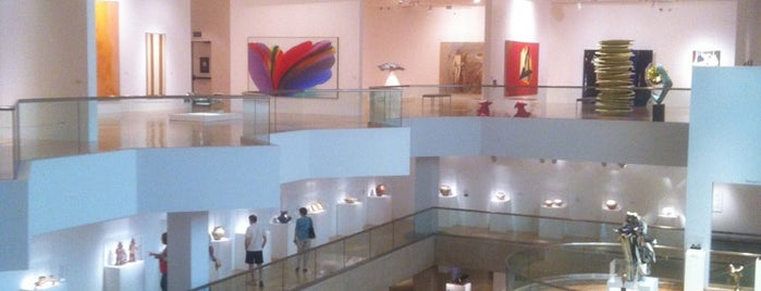 Palm Springs Art Museum is one of Places I've been or go to..