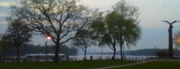 Riverside Park is one of Top picks for Parks.