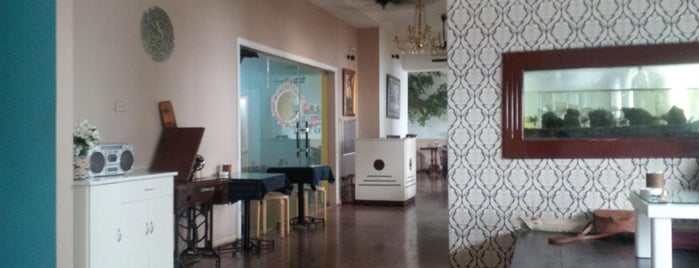 Zodi Cafe is one of Cafe. chân dài.