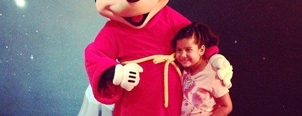 Mickey's House and Meet Mickey is one of Disneyland Fun!!!.