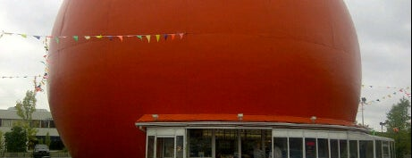 Gibeau Orange Julep is one of Buildings Shaped Like the Food They Serve.