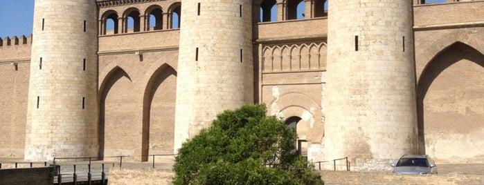 Palacio de la Aljafería is one of Top 10 de Lugares de Zaragoza.