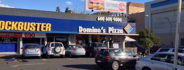 Domino's Pizza is one of Restorantes.