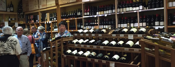 Hasr Wine Co is one of Chinatown Shops.