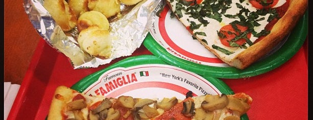Famous Famiglia is one of Ferias USA 2012.