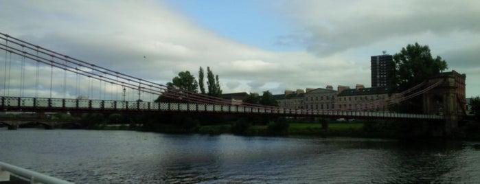 Glasgow is one of Summer in London/été à Londres.