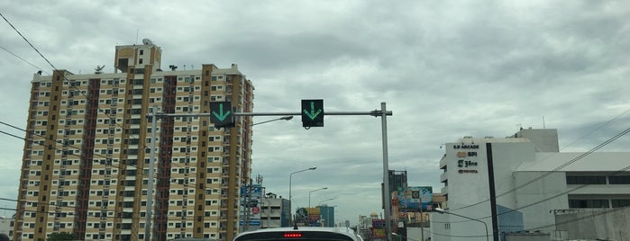 Ramkhamhaeng Road Elevated is one of ถนน.