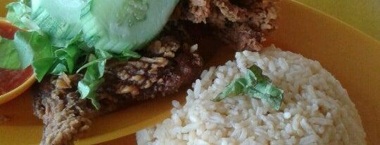 Ramlah Mee Kari Kemaman is one of makan sedap.